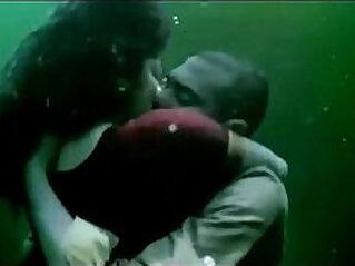 Rima Kallingal hot kissing Scene