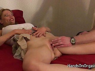 Relaxing MILF Brought to Multiple Orgasms