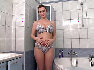 LaTaya Roxx Soaps Up Her Natural Juggs In The Bathtub