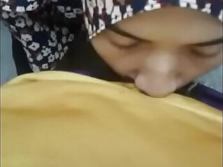 hijab girlfriend giving a blow asiansex.life at hijab niche