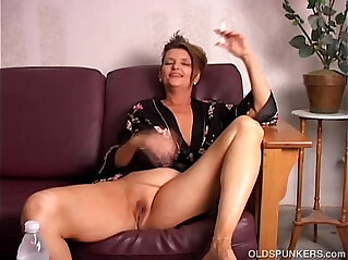 Beautiful tits old spunker playing around with her juicy pussy for you