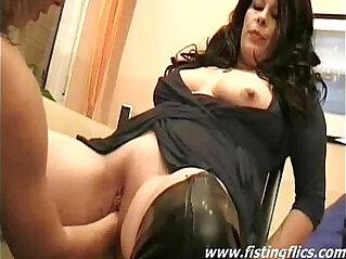 Double fisting mature sluts pussy