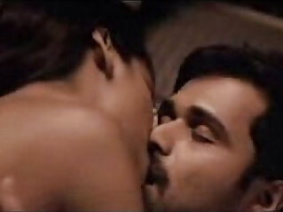 Esha Gupta kiss sex scene with Emraan Hashmi